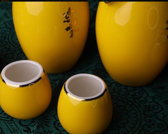 红黄金马酒具